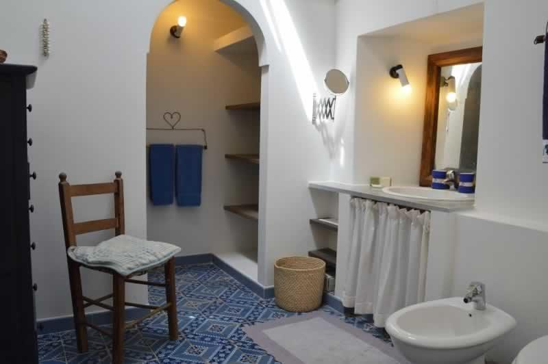 Bagno con doccia - Dammuso Ettore & Giulia Pantelleria