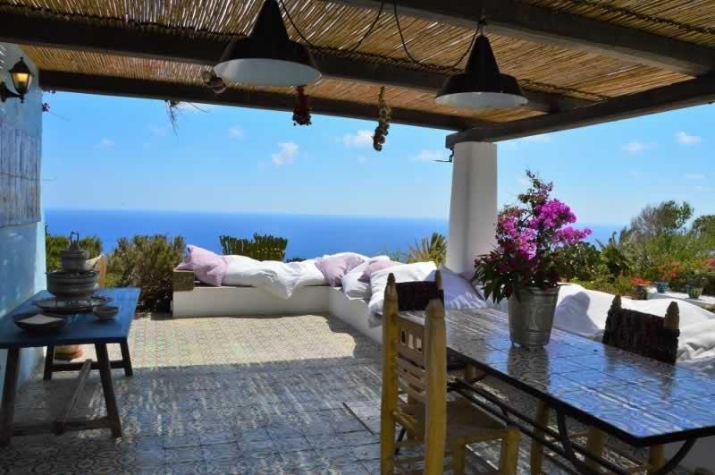 Dammuso in affitto a pantelleria con piscina e vista mare - Dammusi con piscina pantelleria ...